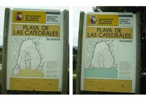 carteles que muestran las mareas en la playa de las catedrales